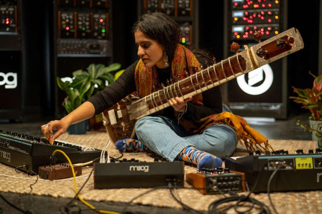 Ami Dang: música del planeta Tierra